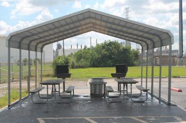 Outdoor BBQ Grill Area-Bays Inn & Suites Baytown