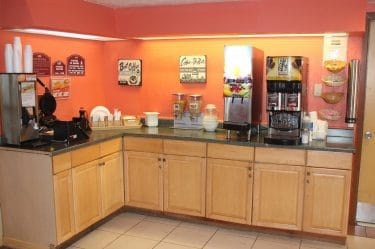 Breakfast Area-Bays Inn & Suites Baytown